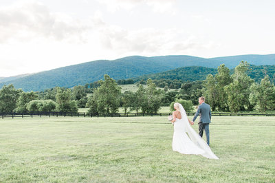 6-danny-brittany-king-family-vineyards-crozet-virginia-wedding-photographer-14