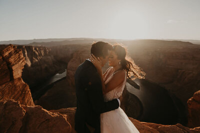 bride and groom kissing at horseshoe bend AZ