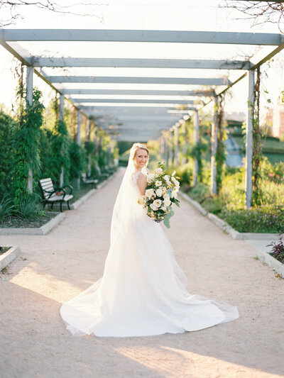 mcgovern-centennial-gardens-wedding-bridal-session-at-mcgovern-centennial-gardens-hermann-park-mackenzie-reiter-photography-12
