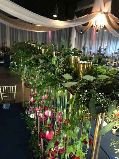 Omaha-and-Lincoln-Nebraska-Wedding-planner-and-hanging-wedding-floral-design-by-Lindsay-Elizabeth-Events13