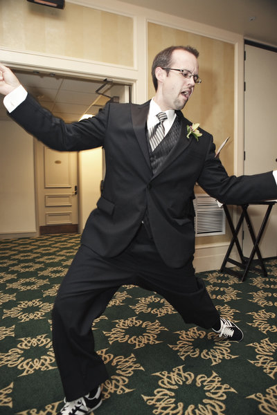 Dancing-Groomsman-Alumni-House-William-Mary