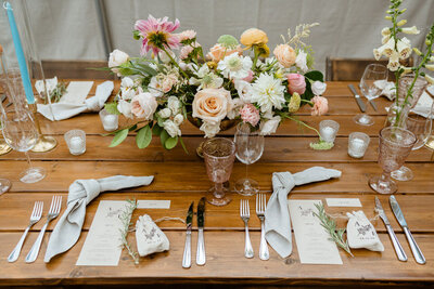 Catskills-Wedding-Planner-Foxfire-Mountain-House-Wedding-Canvas-Weddings-wedding-tablescape