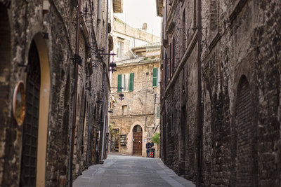 Quiet-streets-of-Assisi