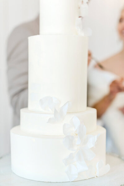 Personal wedding cake for cake cutting tradition