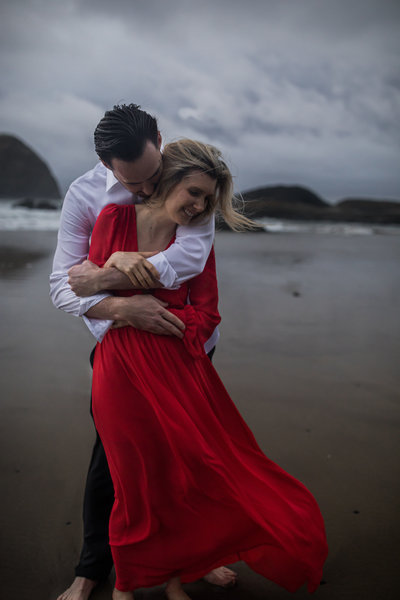 Oregon-oceanside-elopement-couples-photography-session-beach_(11_of_27)