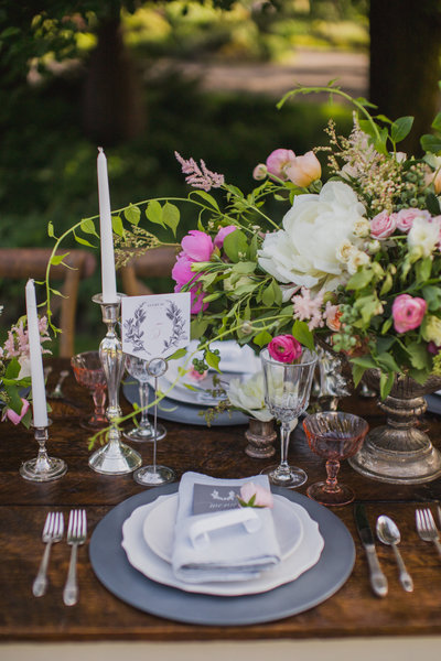Derby inspried wedding, farm wedding tablescape,  country wedding inspiration, romantic wedding center piece floral