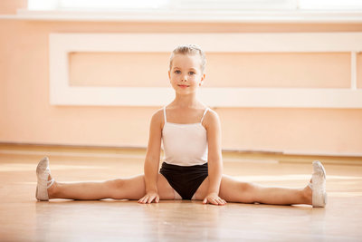 photodune-20333614-young-girl-doing-splits-while-warming-up-at-ballet-dance-class-l