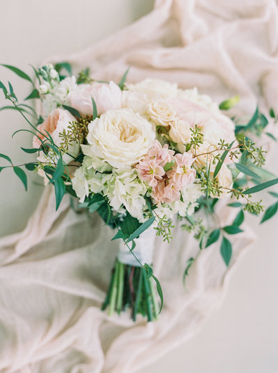 Jordan-and-Alaina-Photography-Nashville-Wedding-photographer-nolensville-mint-springs-farm-bouquet