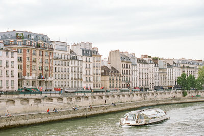 paris-buildings-boat-photo