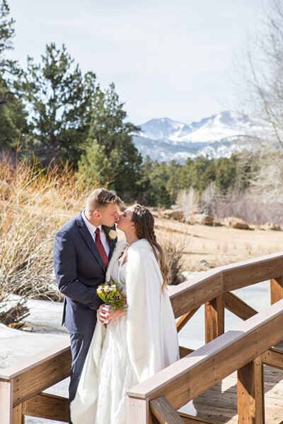 Small wedding photography packages for weddings like this one at Black Canyon Inn
