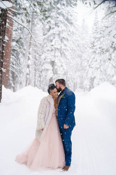 Outdoor-Engagement-Photos-in-Squaw-Valley-by-Megan-Helm-Photography