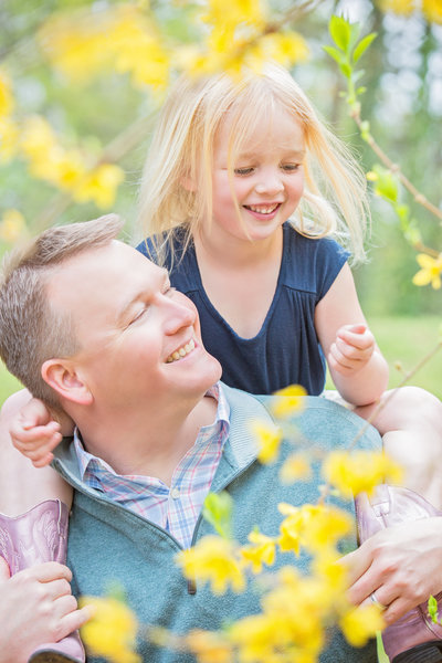 Charlotte Family and Childrens Photographer Jamie Lucido captures a playful moment with father and daughter on shoulders