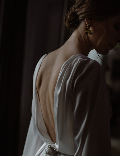detail of the back and wedding dress