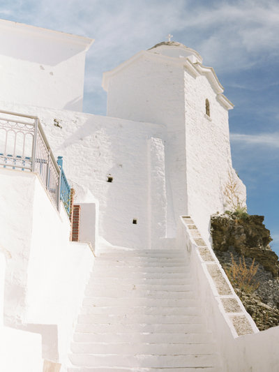 White washed building in Santorini Greece photographed by destination wedding photographer J.J. Au'Clair