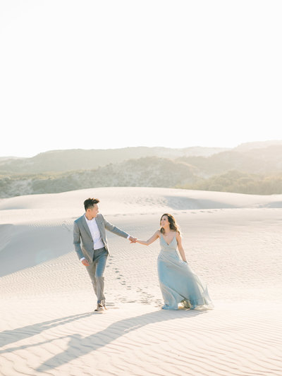 sand-dune-engagement-photos-17