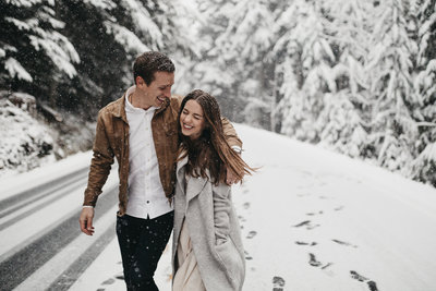 athena-and-camron-seattle-wedding-photographer-anna-gregory-woodman-mount-rainier-winter-wonderland-engagement-shoot23
