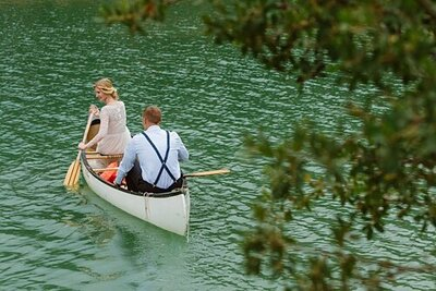 Elopement wedding couple canoes in Ruidoso NM lake
