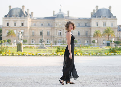 Portrait of a woman walking in Paris' Luxembourg Garden