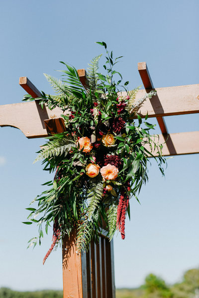 earthy-rustic-wedding-flowers-altar-milwaukee