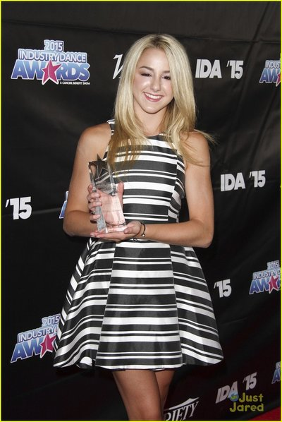 chloe-lukasiak-alyson-stoner-derek-hough-dance-awards-01