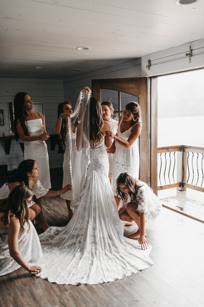 athena-camron-wedding-photography-rue-de-seine-bridesmaids-getting-ready-2