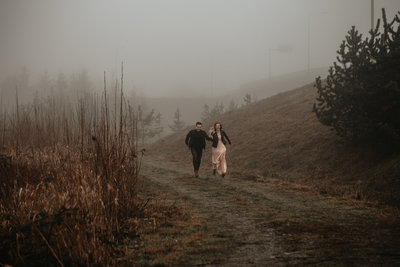 running-couple-fog