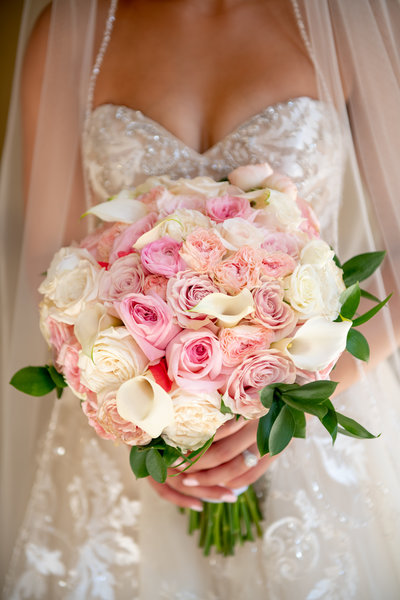 white and pink bridal bouquet for luxury wedding
