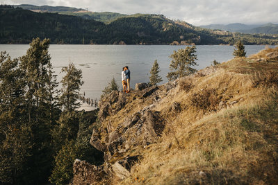 EMILY_VANDEHEY_PHOTOGRAPHY_--_CeCe_+_Kye_--_Engagement_--_Governement_Cove_--_Lewis___Clark_State_Park_--_Hood_River-25