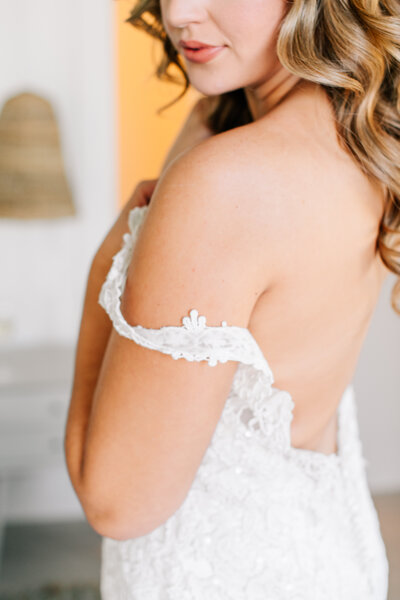 Lake Chelan bride putting on her wedding dress at The Lookout bridal suite