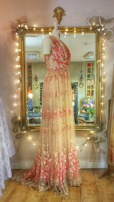 Fragonard_coral_nude+embroidered_tulle_wedding_dress_JoanneFlemingDesign (6)