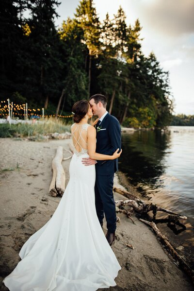The Edgewater House is a wedding venue in the Seattle area, Washington area photographed by Seattle Wedding Photographer, Rebecca Anne Photography.