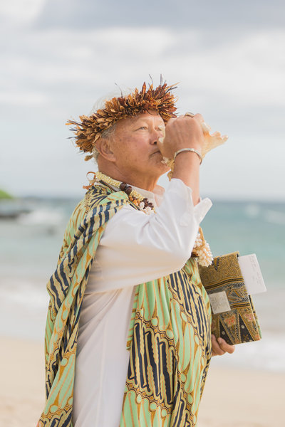 Maui officiant Kahu Richardo Hanako'o