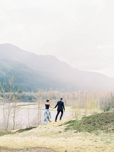 beautiful engagement photo near portland, oregon