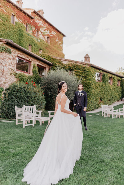 MorganeBallPhotography-Wedding-RomanceinTuscany-LeFontanelle-Part09-couple-scene05-8- 9194