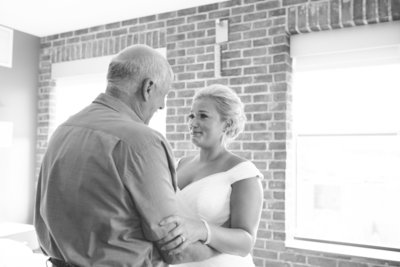 akron-art-museum-wedding-allison-ewing-photography-dad-first-look-8