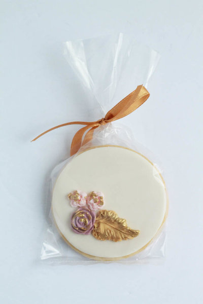 decorated sugar cookie wedding favour