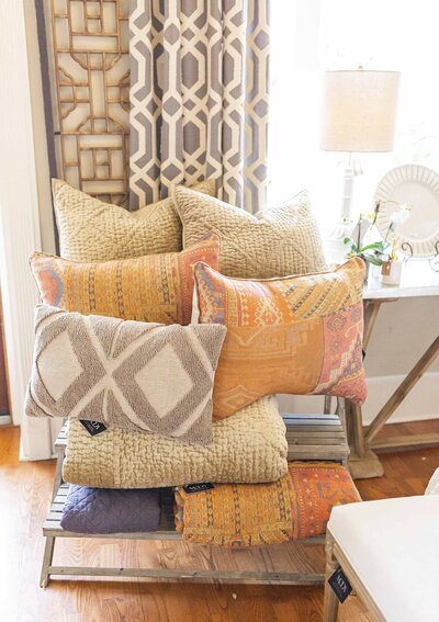 Buy decorative throw pillows from Moda Designs in Mississippi