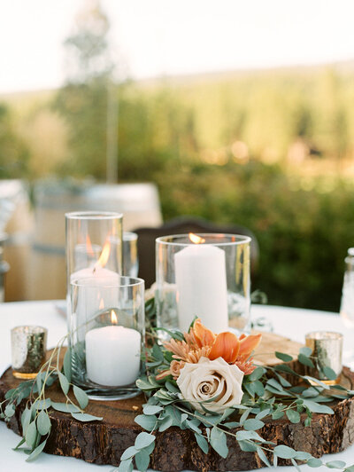 wedding table decorations with candles and flowers