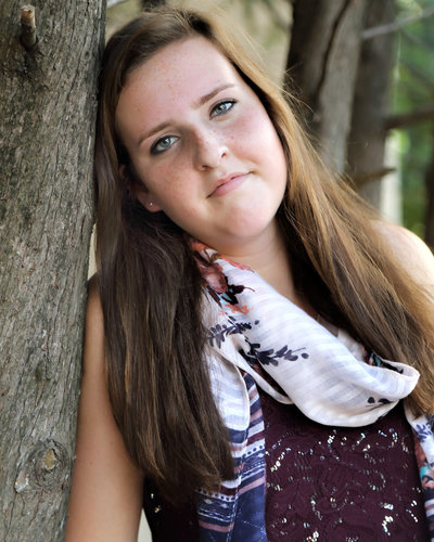Senior Portraits of girl leaning on tree  in Savannah, GA