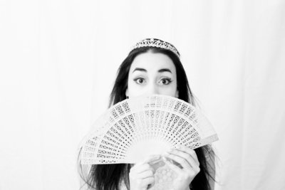 girl with a crown and holding a fan