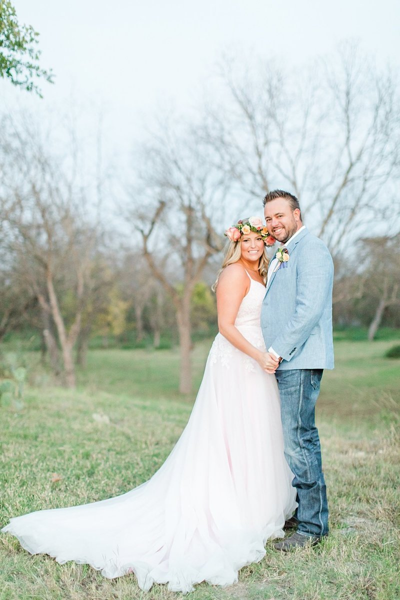 Intimate wedding in Utopia Texas Hill Country Wedding Venue photos by Allison Jeffers Photography_0055