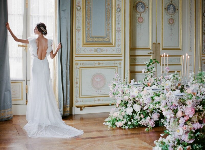 Wedding Inspiration Shangri La Hotel Paris - The bride and the flowers