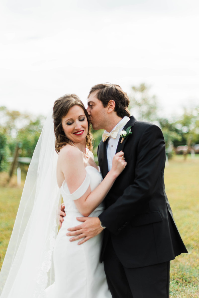 Juliette + Kevin-Upper-Shirley-Vinyards-Charles-City-Virginia-Wedding_Gabby Chapin Photography_00167