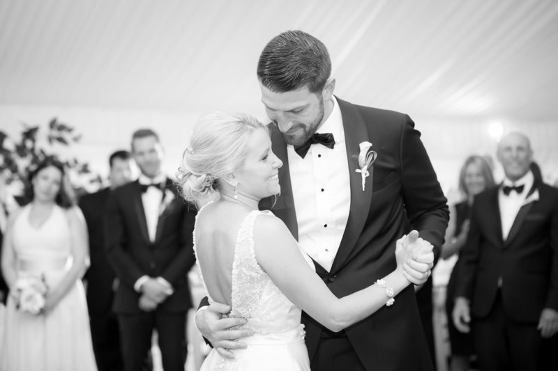 Elegant black and white first dance photo