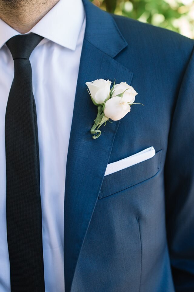 groom-details-blue-suit