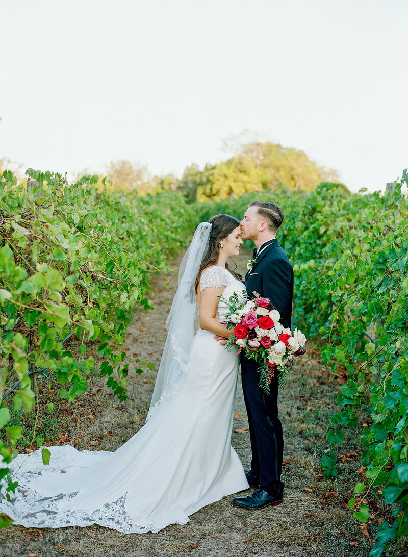 stephanie-aaron-wedding-vineyards-at-chappell-lodge-122