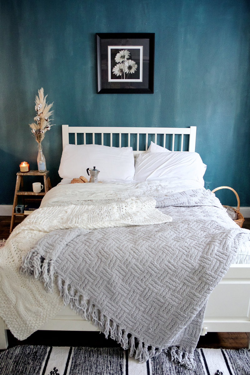 grow instagram brand blue interior design boho vintage bedroom hygge scandinavian free people with earthy tones cotton pampas grass