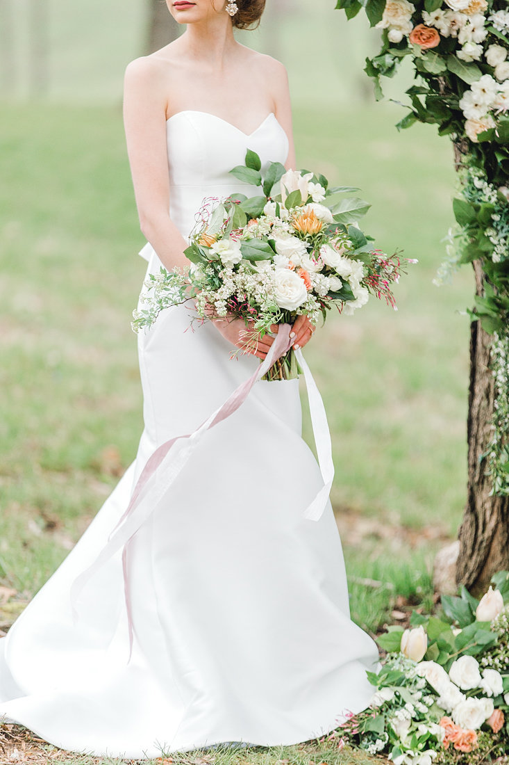Wedding-Inspiration-Bouquet-Winter-White-Greenery-Blush-Photo-by-Uniquely-His-Photography06