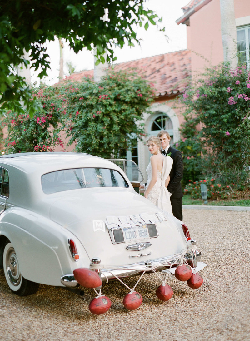46-KTMerry-weddings-vintage-car-couple-Palm-Beach
