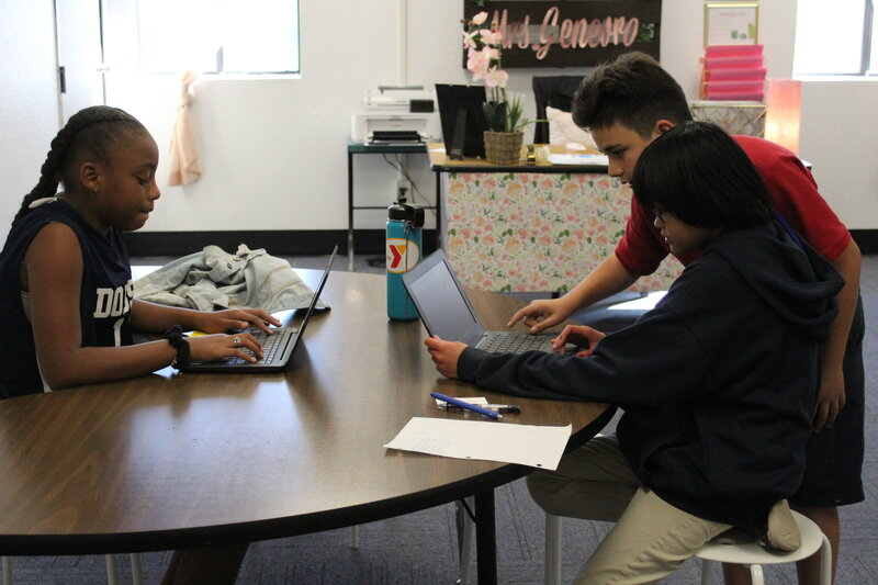 students using the computer to learn